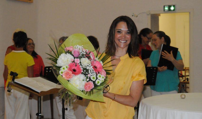 Après le concert - Un bouquet bien mérité à notre chef de choeur